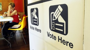 E-voting is highly vulnerable to hacking, a parliamentary committee has found.