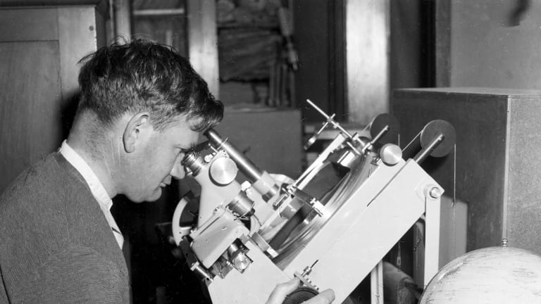 An assistant astronomer tracks the orbit of the Russian satellite, Sputnik I, at the observatory at Robertson, NSW, 9 October 1957.