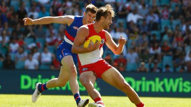 Bulldog Billy Gowers attempts to close down Sydney's Harrison Marsh.