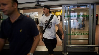 Flit: Sonny Bill Williams at Heathrow Airport on his way to Toulon in 2008.