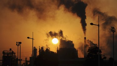 Labor's draft policy calls for Australia to reach zero emissions by the middle of the century.