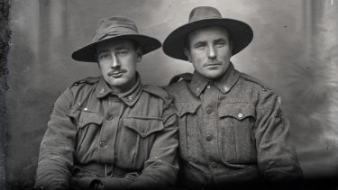 Two soldiers of the 5th Australian Division, November 1916.