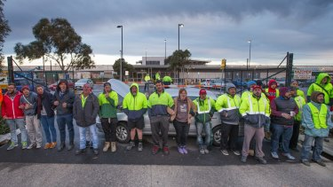A snap picket line outside Woolworths liquor distribution centre at Laverton.