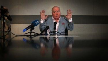 Radio veteran Alan Jones apologises for his remarks about Julia Gillard's father.