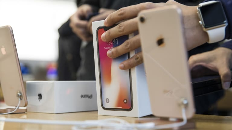 Waiting times to order the flagship smartphone in the US, Apple's biggest market, have shortened to a few days from five to six weeks.