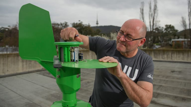 ANU Professor Simon Haberle runs a pollen monitoring website in Canberra.