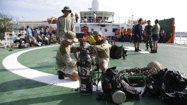 Indonesian navy divers prepare to search the site of the AirAsia crash on January 1.
