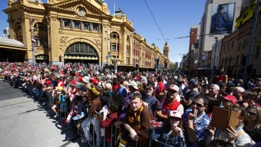 A big crowd turned out in the centre of Melbourne for the 2014 AFL grand final parade.