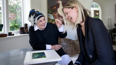 Wendy Whiteley has her first glimpse of her portrait painted by Natasha Bieniek for this year's Archibald Prize.