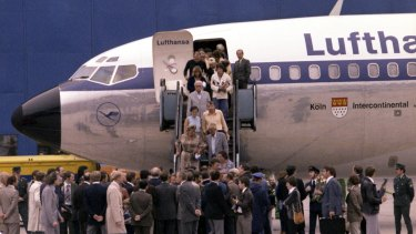 The first freed hostages step down the gangway after landing at Frankfurt am Main's airport in 1977.