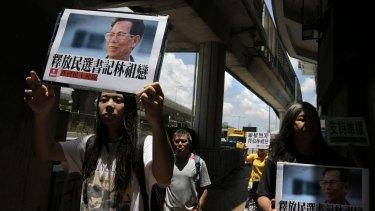 Protesters in Hong Kong deplore the detention of Wukan mayor Lin Zuluan.