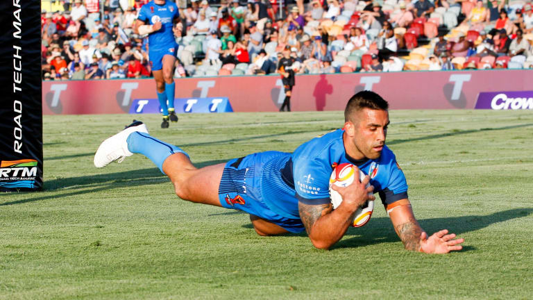 Paul Vaughan of Italy scores a try during the Rugby League World Cup game between Italy and USA at Townsville Stadium in Townsville, Sunday, November 05, 2017. (AAP Image/Michael Chambers) NO ARCHIVING, EDITORIAL USE ONLY