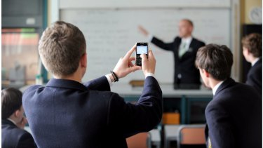 The School Discipline Party wants to be able to destroy student phones if their owners disrupt classes.