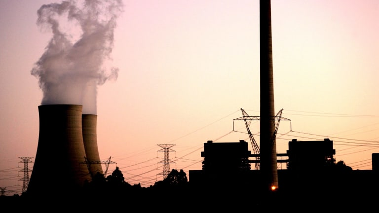 The Grattan Institute has recommended the Abbott government set strong financial penalties to deter polluters from increasing their emissions.