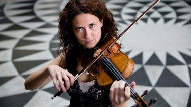 Lorenza Borrani, violin playing superstar.