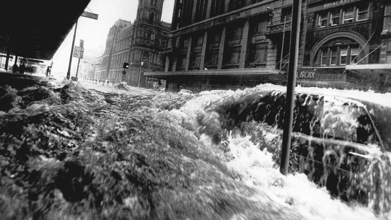 Flash flooding on Elizabeth Street in February 1972.