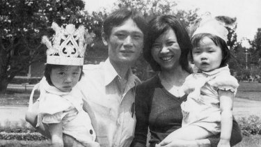 Le with her family.