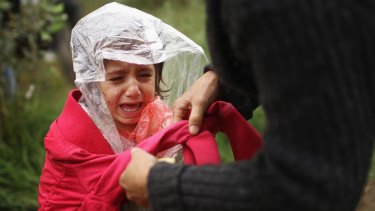 Cold and rain is making the journey difficult for refugees. A child has had enough on Thursday en route from Serbia.