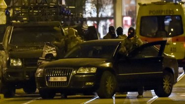 Belgian police launched an anti-terror raid linked to last year's Paris attacks in a Brussels neighbourhood on Tuesday.