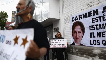 Fired journalist Carmen Aristegui planned to give a press conference in Mexico City on Thursday. The protest was held online when too many people turned up.