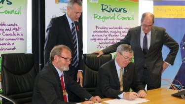 Local Government Minister Tony Simpson and Rivers Regional Council chief executive Alex Sheridan witness Gosnells Mayor Dave Griffiths and RRC chairman Ron Hoffman sign the contract what will end eight councils' dependence on landfill.