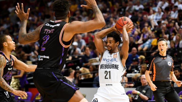 Melbourne United's Casper Ware prepares to throw against the Sydney Kings.