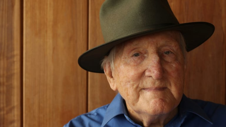 Former MP Tom Uren with his Akubra, before he received an Order of Australia honour in 2013.