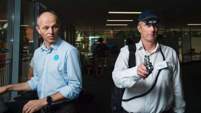 CSIRO 3D visualisation engineer Craig James and Clearz director Andrew Cleary demonstrate the fountx cap allowing a remote expert to see what operators are doing on the ground.