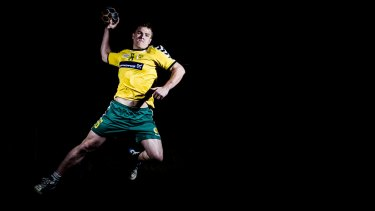 Hannah Mouncey used to play handball for the Australian men's team, now she wants to play for the women.