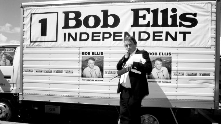 Ellis running as an Independent candidate for the seat of Mackellar in 1994.