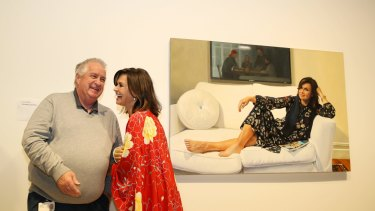 Lisa Wilkinson with Art Gallery of NSW head packer Steve Peters in front of Peter Smeeth's portrait of her.