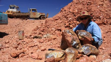Sue Cooper at her Mount Margaret Station mining lease, with a boulder opal that has become a display at the New Mexico Museum.