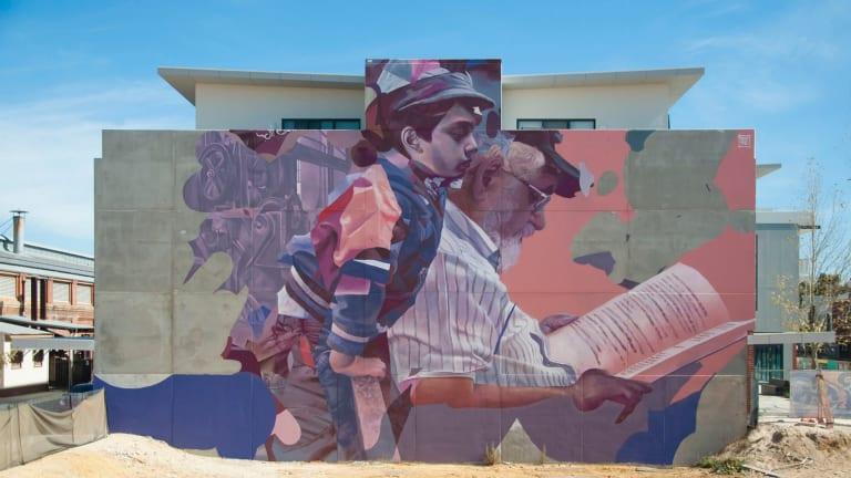 The mural by TelmoMiel.