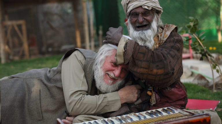 Gittoes with a Sufi singer in the yard of the Yellow House.