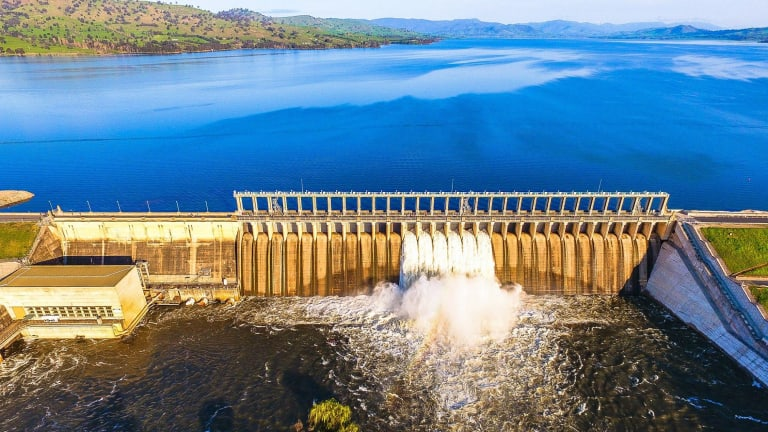 The Spillway on the Hume Dam is in action for first time in six years. & Hume Dam spills as water storage levels surge amid deluge