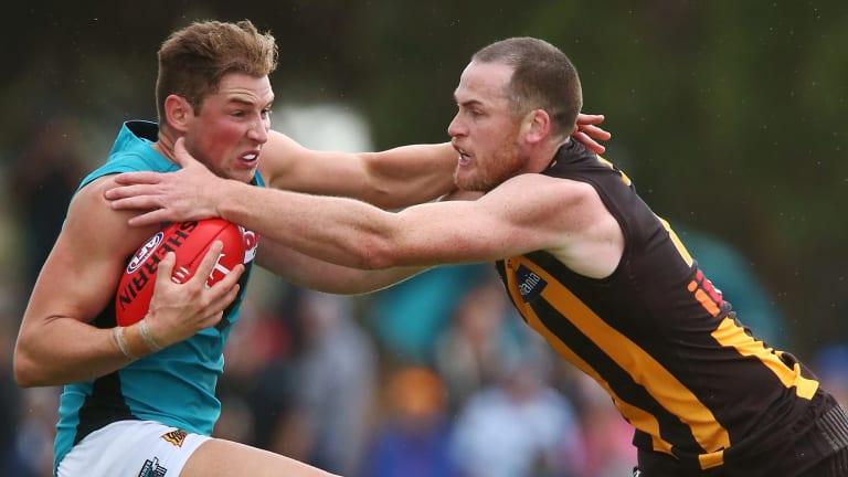 Brett Eddy attempts to evade a Jarryd Roughead tackle.