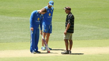 Steve Smith and Nathan Lyon speak to Adelaide Oval curator Damian Hough.