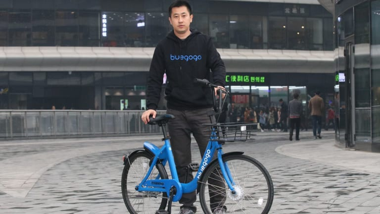 Bluegogo chief operating officer Sun Ye with one of the company's bikes.