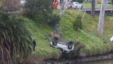 The Fiat 500 being retrieved from the Yarra River.