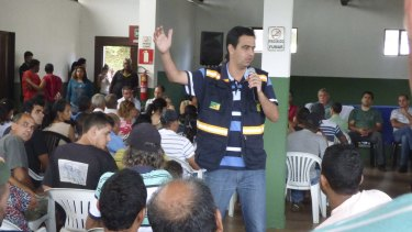 Mariana Mayor Duarte Junior holds a meeting to discuss the future of the town.