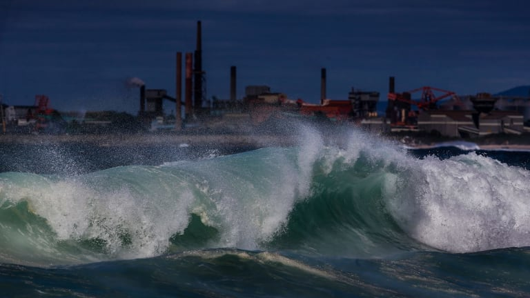 Waves hitting the headland at City Beach in Wollongong.