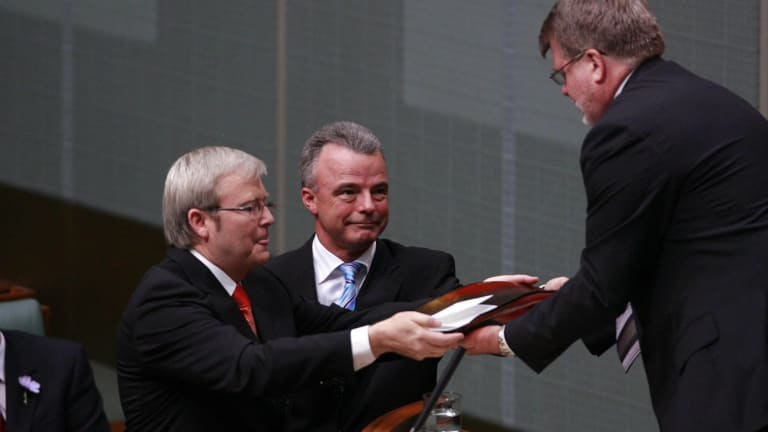 Kevin Rudd and Brendan Nelson hand over the official apology after it was delivered.