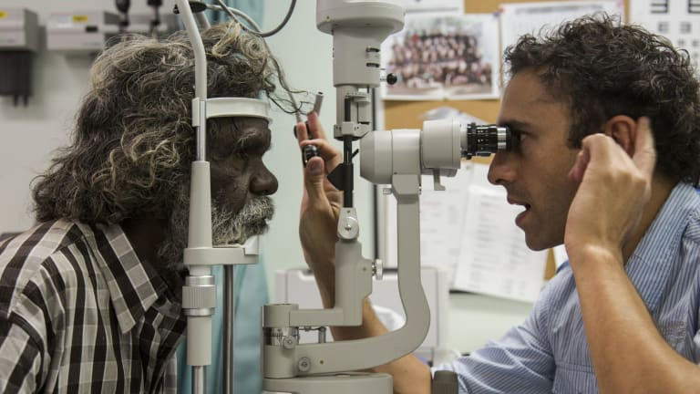 how to become an ophthalmologist in australia