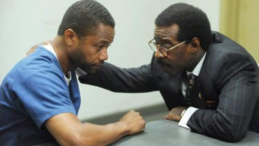 Cuba Gooding jnr (left) as O.J. Simpson and Courtney B. Vance as Johnnie Cochran.