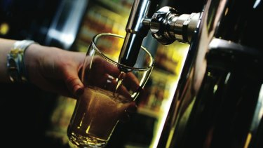 The ACT Alcohol Policy Alliance has called for a 1am lockout policy at bars and clubs in Canberra.