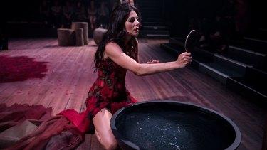 Silvia Colloca as the mother in Snow White.