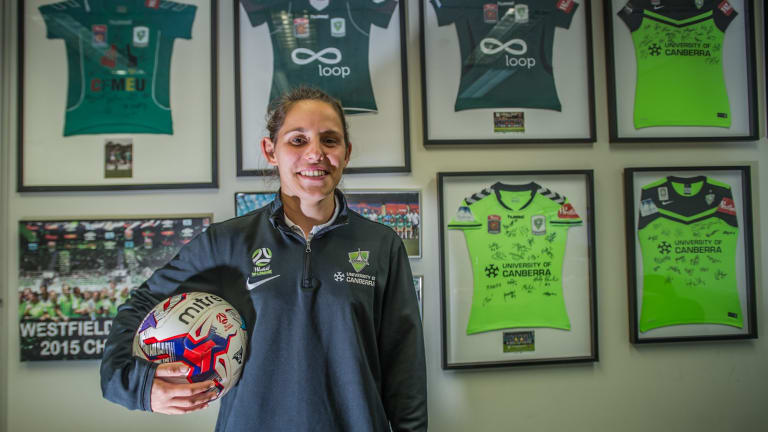Canberra United co-captain Ash Sykes has announced her retirement at the age of 26.