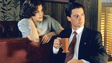 Sherilyn Fenn and Kyle MacLachlan in the original Twin Peaks.