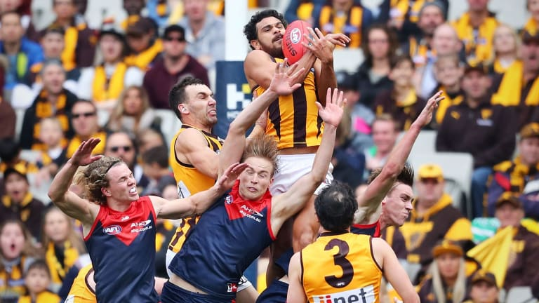 Cyril Rioli takes an exceptional pack mark for Hawthorn.