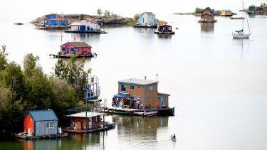 Great Slave Lake is the centre of many Yellowknife activities, whether you prefer to visit in summer or winter.